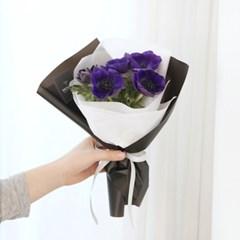 나는 당신을 믿어요, 아네모네 꽃다발