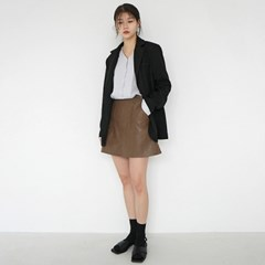 Chic leather skirt