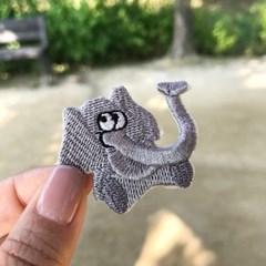 앉아있는 코끼리 와펜스티커