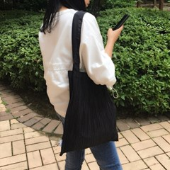 [rube] Pleats Shoulder Bag (Black) 플리츠 숄더백 (블랙)