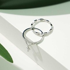 With cross set ring