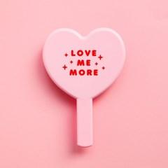 LOVE ME MORE MIRROR 러브미 거울