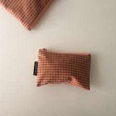 다크 오렌지 체크 파우치(Dark orange check pouch)