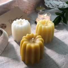 드야나 까눌레 밀랍초