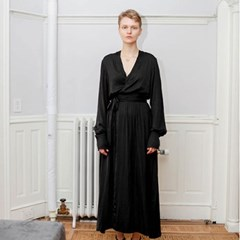 19 SS for her. MAXI ROBE (black)