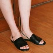Banding round sandal