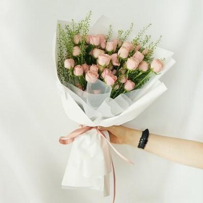 자나 장미 냉이 꽃다발