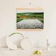 북쪽의 꽃 초원 원목 행잉 포스터