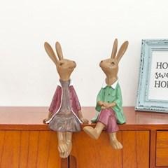 앉은 토끼 커플