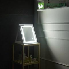 [우아미] 퍼블릭 LED 터치 탁상용 거울_(1726396)