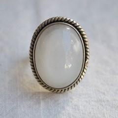 white moonstone.715