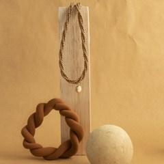 brown caramel necklace