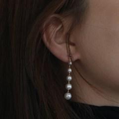 LINE PEARL EARRING