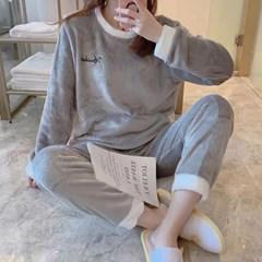 Winter 우먼 뽀송융털 잠옷 상하세트 CH1514576