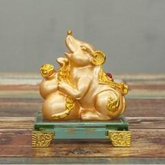 황금 재물 쥐 장식