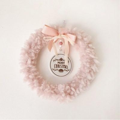 귀엽고 사랑스럽게 복실복실한 핑크 크리스마스 원형리스