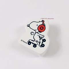 Snoopy Roller Skating