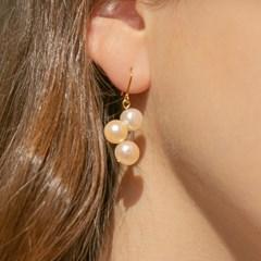pea pearl earrings
