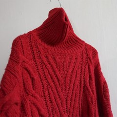 (세일) 울 꽈배기 터틀 루즈 스웨터