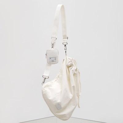 [5/31 예약배송][윤보미착용]FABRIC SLING BAG - WHITE