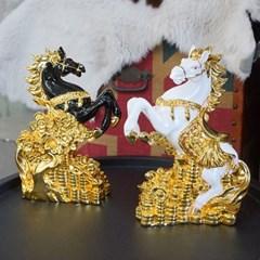 황금 재물위 말장식