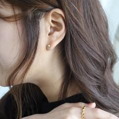 Bouton earring