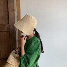 줄리아 보넷. 여름 바다 라피아 모자