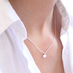 LU26 Thin heart pendant necklace