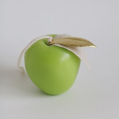 SHAPE CANDLE _ APPLE _ green