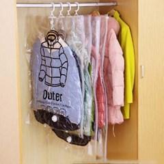 겨울 옷 패딩 옷장 정리 옷걸이 진공 의류 압축팩