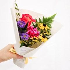 화사하고 강렬한 색감의 비비드 썸머 로즈 꽃다발 (생화/전국택배)