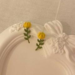 [봄밤달] 노란 꽃 한 송이 귀걸이 (은침)