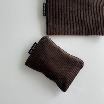 브라운 골덴 파우치(Brown corduroy pouch)