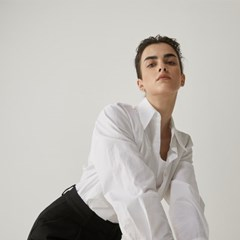 Turtle-neck button shirt in off White