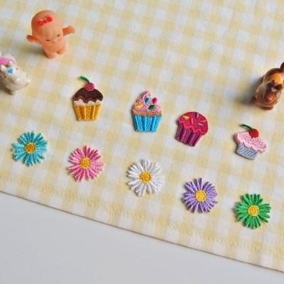 미니 데이지꽃 컵케익 자수 패치 와펜