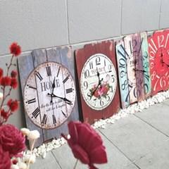 고급스러운 느낌의 빈티지 나무 시계
