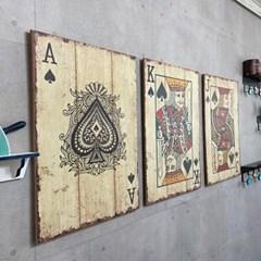 걸기만해도 포인트가 되는 빈티지 포커 벽장식