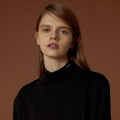 소프트 터틀넥 티셔츠 블랙