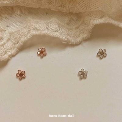 [봄밤달] 작은 큐빅 꽃송이 귀걸이
