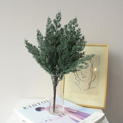 푸른 소나무잎 조화부쉬 장식