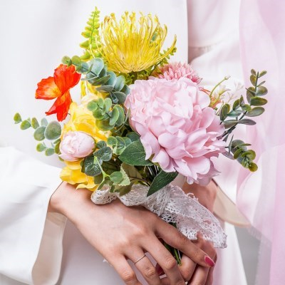 셀프 웨딩 봄의 부케 조화_(2592411)