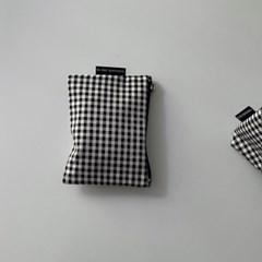 블랙 체크 파우치 (Black check pouch)