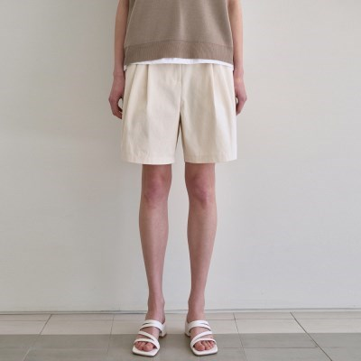 TWO TUCK SHORTS_CREAM