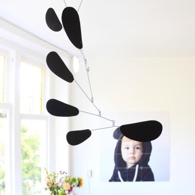 [kinetic mobiles] dolly black