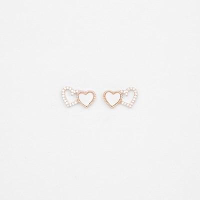 [쥬디앤폴] 쁘띠 화이트 자개 더블 하트 포스트 귀걸이 E51765