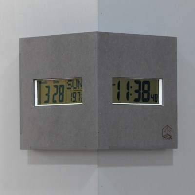 직관적인 시인성의 디지털 코너 벽시계 - 그레이