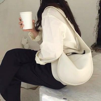 동구리 여성 반달 하프 숄더 크로스백_(2549923)