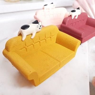 쇼파 위에 고양이 데꼴캐릭터 귀여운 장식 피규어 포인트 소품