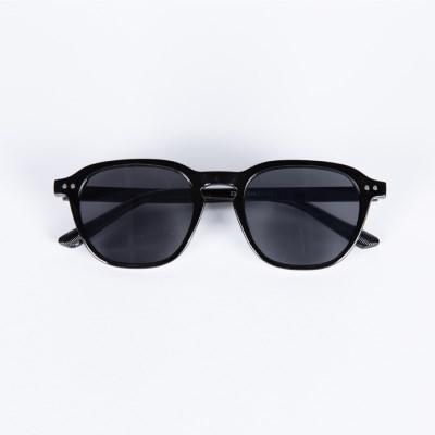 Wooran Black / Black UV Lens
