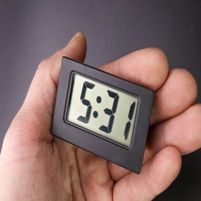 하나사면하나더 부담없이 쓰는 디지털시계 탁상시계